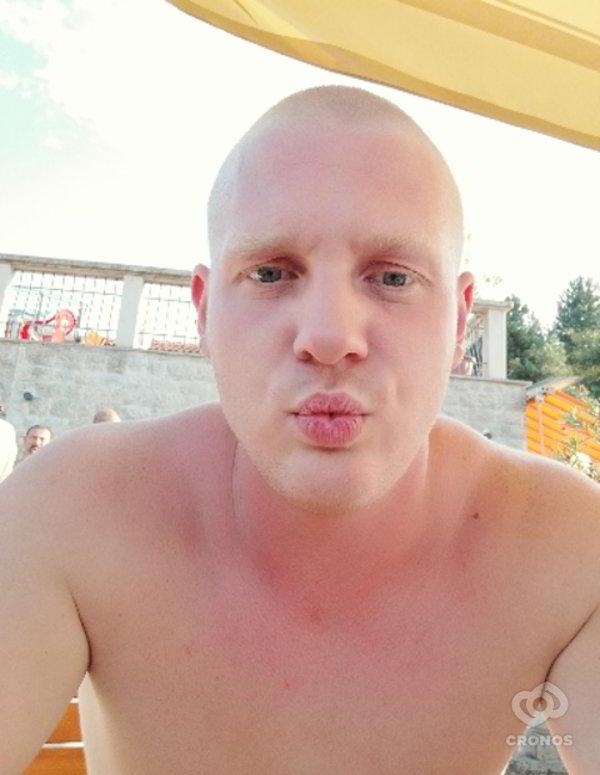 27 éves férfi 19 éves társkereső A bubble guppies molly és gil randevú