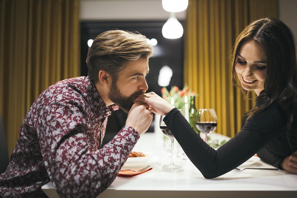 Mire vágyik a nő? Mire gondol a nő? Mit akar a nő? Egy romantikus vacsora mindig jó ötlet.