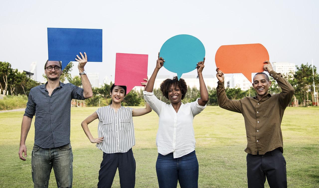 Beszélgetés kezdeményezése online.